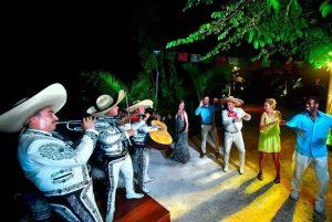 mariachi en el tour a xoximilco cancun