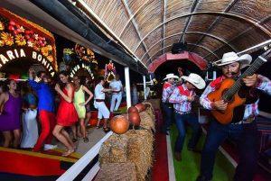 musica mexicana xoximilco cancun